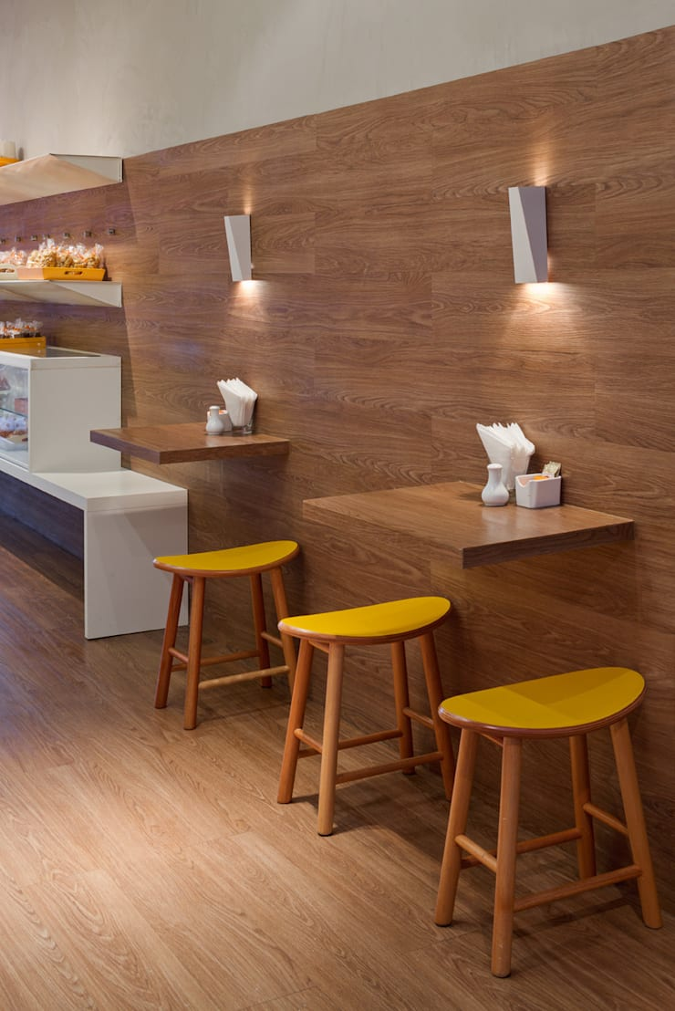 Detalhe das mesas: Escritório e loja  por Vmf Arquitetos