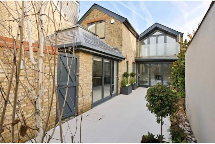 Coach House Conversion: modern Houses by Corebuild