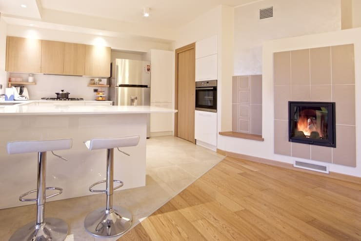 modern Kitchen by Modularis Progettazione e Arredo