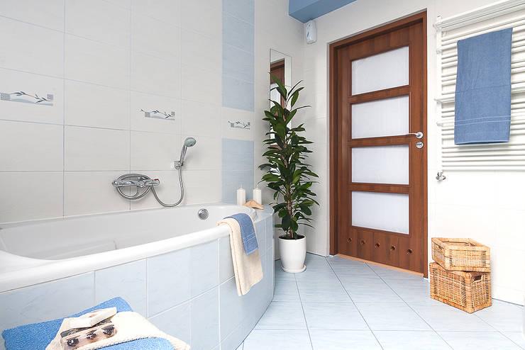 Łazienka po zmianie: styl , w kategorii  zaprojektowany przez Home Staging Studio AP
