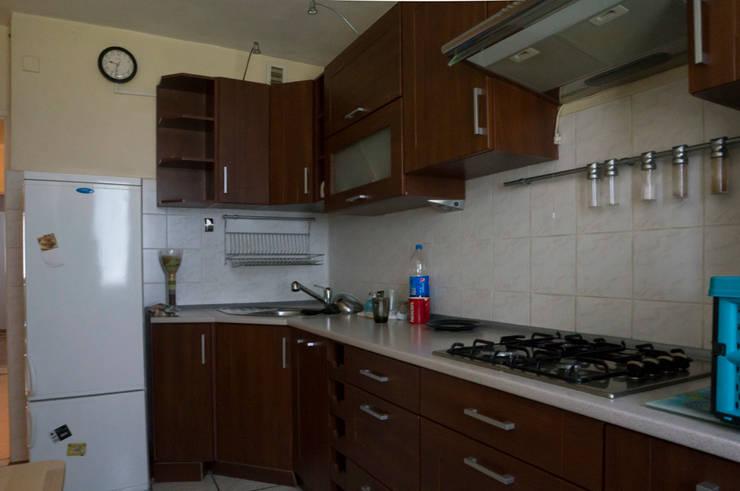 Kuchnia przed zmianą: styl , w kategorii  zaprojektowany przez Home Staging Studio AP