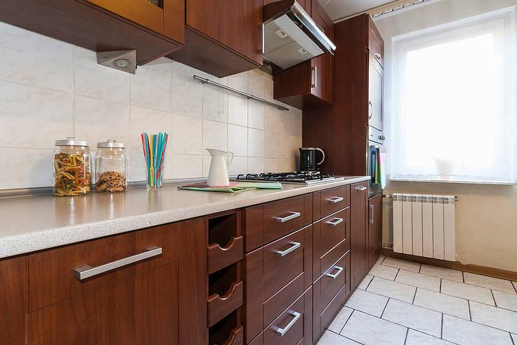 Kuchnia po zmianie: styl , w kategorii  zaprojektowany przez Home Staging Studio AP
