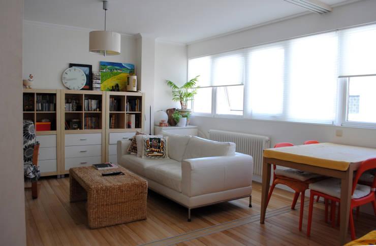 Salon reformado 1:  de estilo  de Estudo de Arquitectura Denís Gándara
