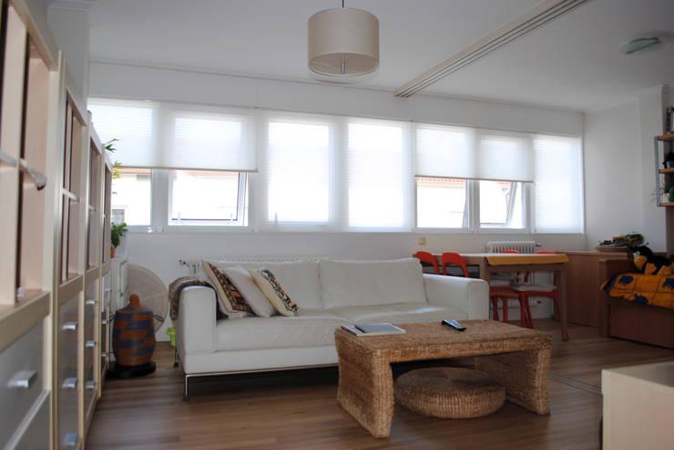 Salon reformado 3:  de estilo  de Estudo de Arquitectura Denís Gándara