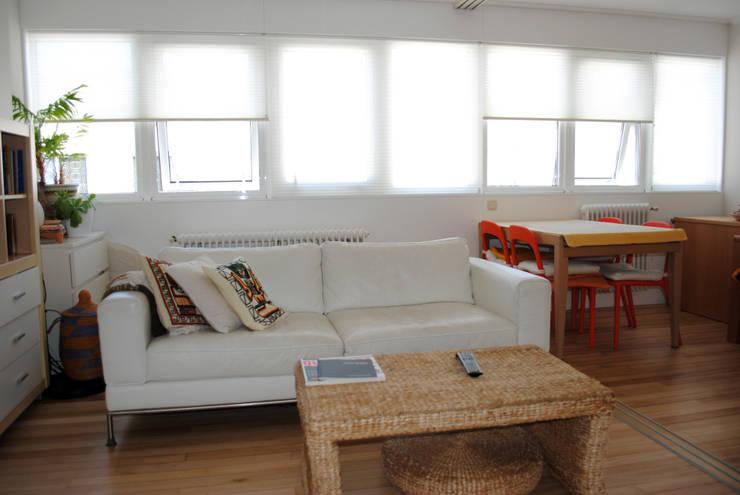 Salón reformado 4:  de estilo  de Estudo de Arquitectura Denís Gándara