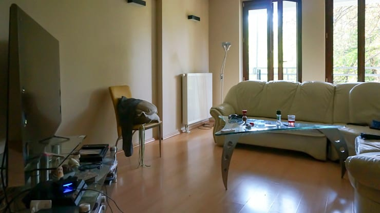 Salon przed zmianą: styl , w kategorii  zaprojektowany przez Home Staging Studio AP