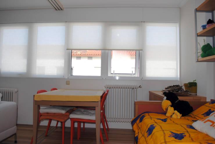 Salón reformado 2:  de estilo  de Estudo de Arquitectura Denís Gándara