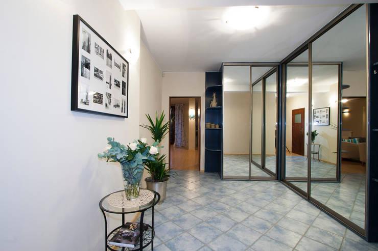 Przedpokój po zmianie: styl , w kategorii  zaprojektowany przez Home Staging Studio AP