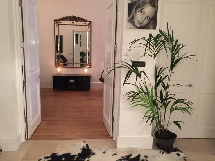 Personalised hallway:  Corridor & hallway by Maison Noblesse