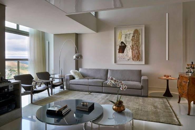 Loft 1202: Salas de estar  por Cristina Menezes Arquitetura