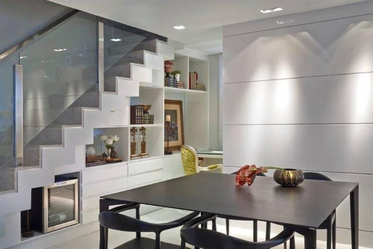 Loft 1202: Salas de jantar modernas por Cristina Menezes Arquitetura