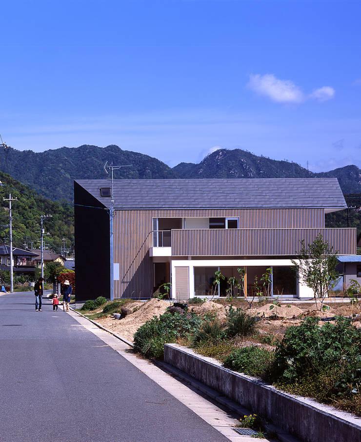 ¬(サシガネの家): 岩本賀伴建築設計事務所が手掛けた家です。