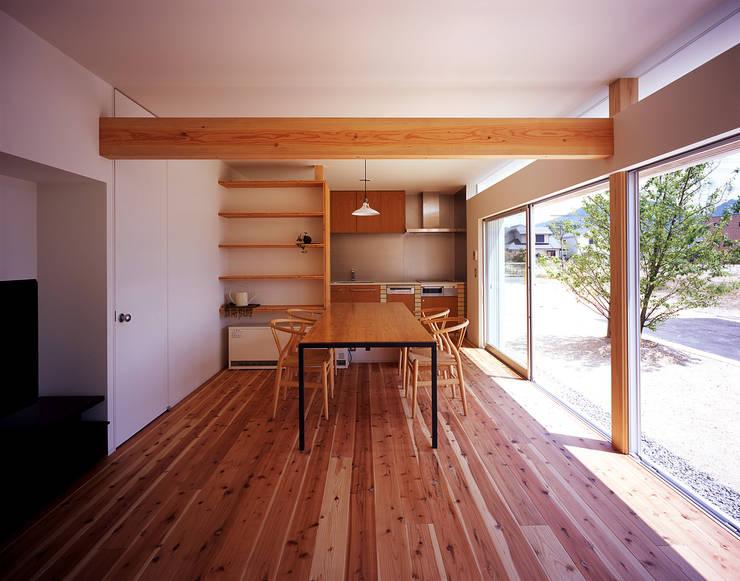 ¬(サシガネの家): 岩本賀伴建築設計事務所が手掛けたダイニングです。