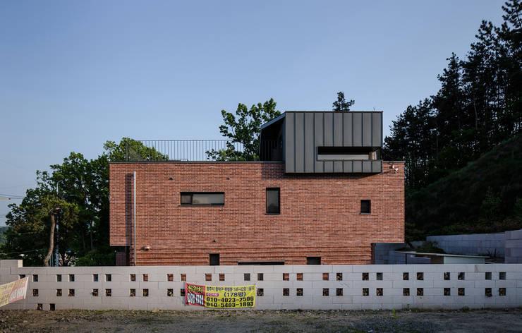 Houses by 유오에스건축사사무소(주)