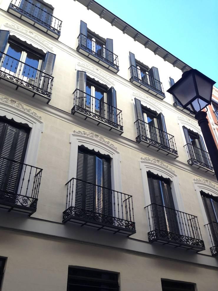 Rehabilitación de fachada SAN LORENZO 26. estudiocincocincouno 2013: Casas de estilo  de estudio551