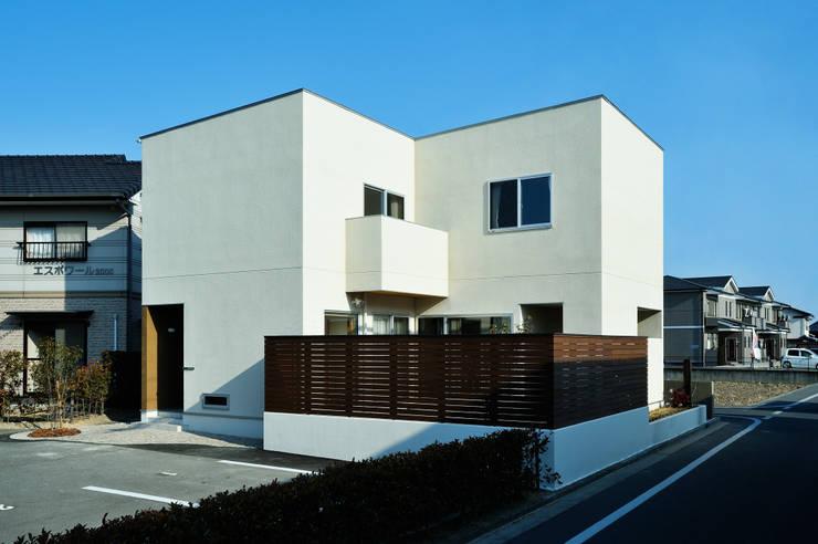 アウトリビングのある家: 青木建築設計事務所が手掛けた家です。