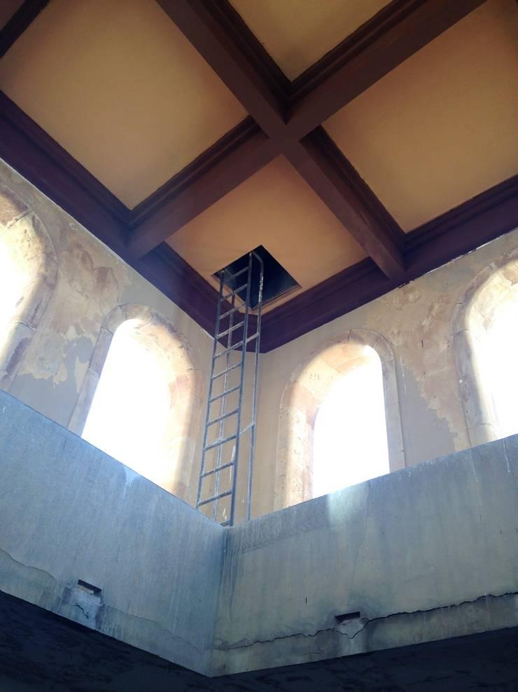 Rehabilitación de fachada BANCO DE ESPAÑA SALAMANCA  estudiocincocincouno 2014: Casas de estilo  de estudio551