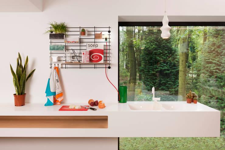 LOOPHOLE kitchen:  Keuken door Atelier Belge