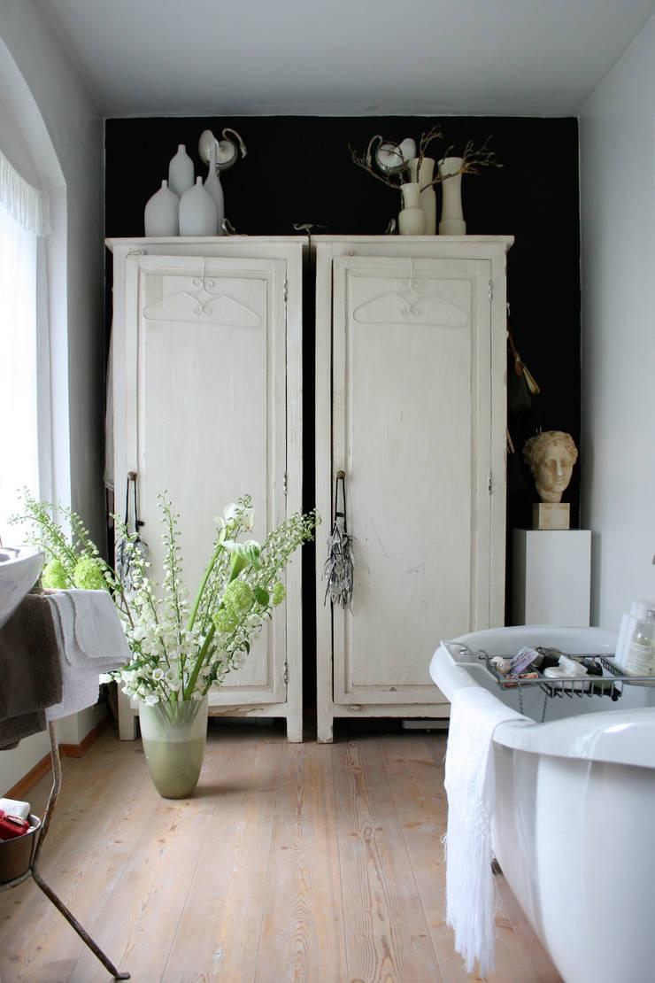 classic Bathroom by CONSCIOUS DESIGN - INTERIORS