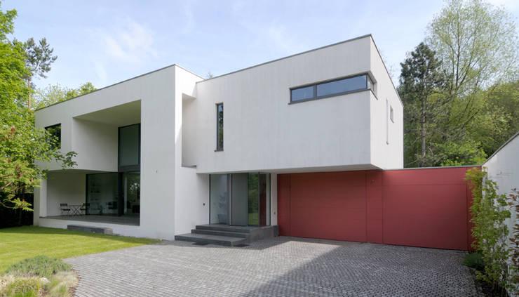 Stadtvilla II: moderne Häuser von wirges-klein architekten