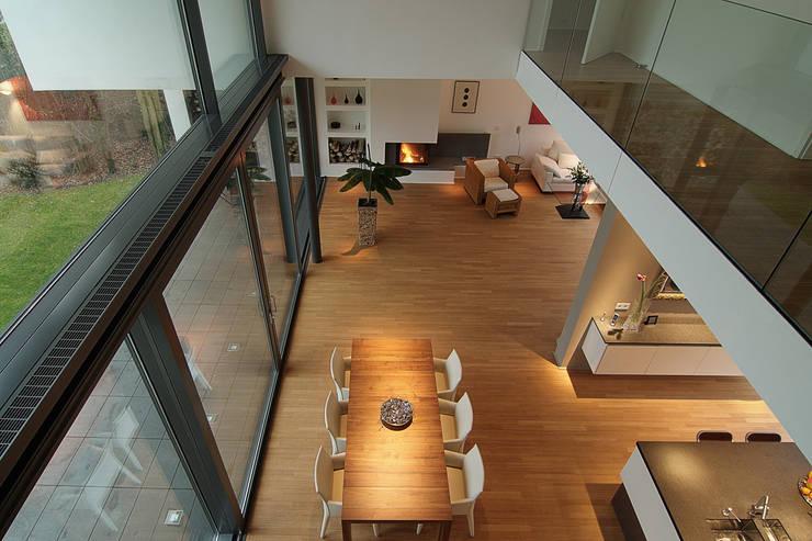 moderne Woonkamer door wirges-klein architekten