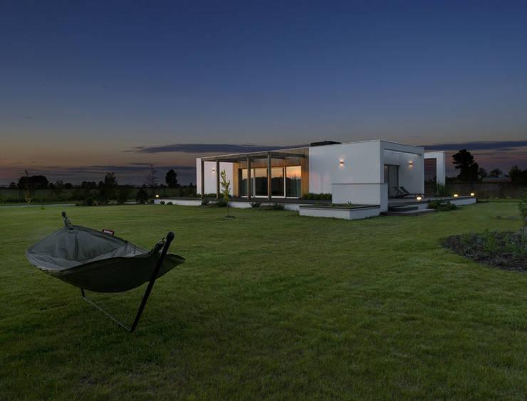 Łęka - Park: styl minimalistyczne, w kategorii Domy zaprojektowany przez Architekci Łosiak_Siwiak
