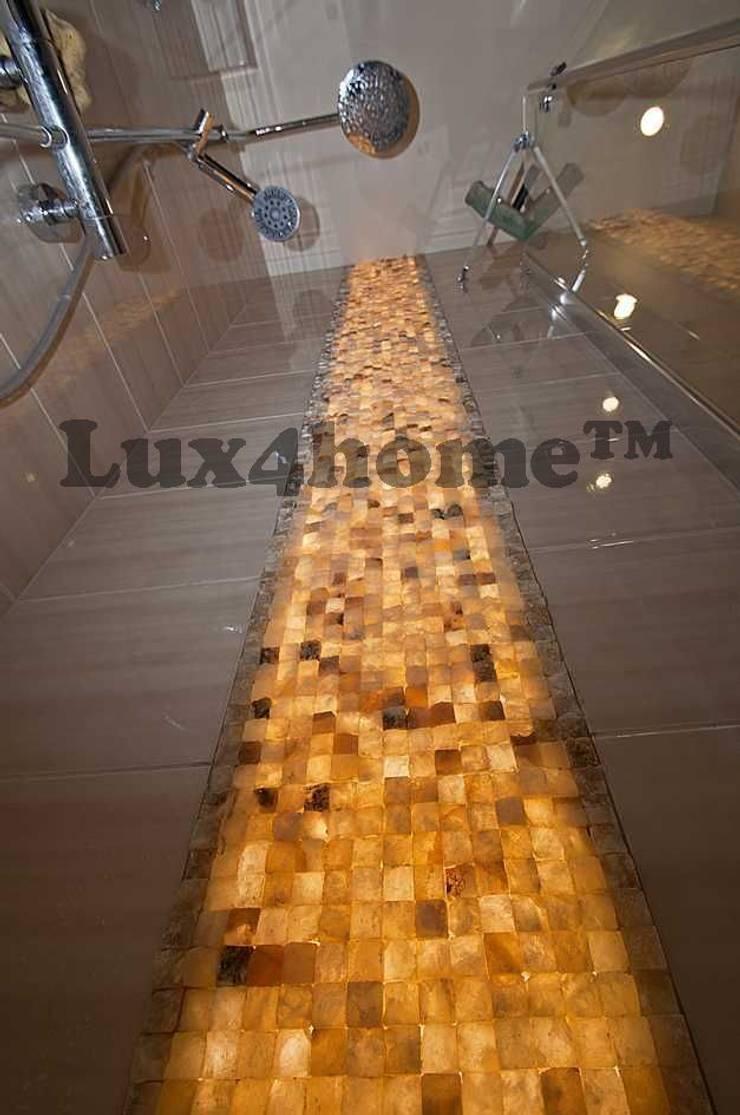 Podświetlana ściana z onyksu - Łupek z kamienia na ścianę: styl , w kategorii Łazienka zaprojektowany przez Lux4home™