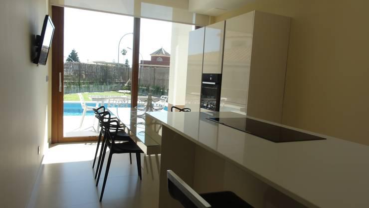 Cocina en Aznalcázar.: Cocinas de estilo  de Cocinel-la