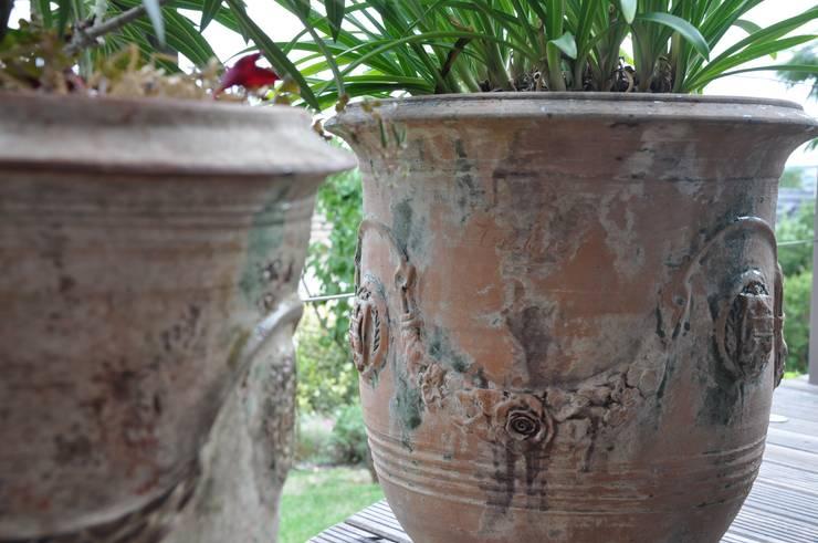 Poterie d'Anduze: Jardin de style  par  Sophie Durin   Empreinte Paysagère