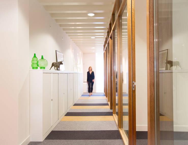 Kantoor:  Kantoorgebouwen door ontwerpplek, interieurarchitectuur, Modern