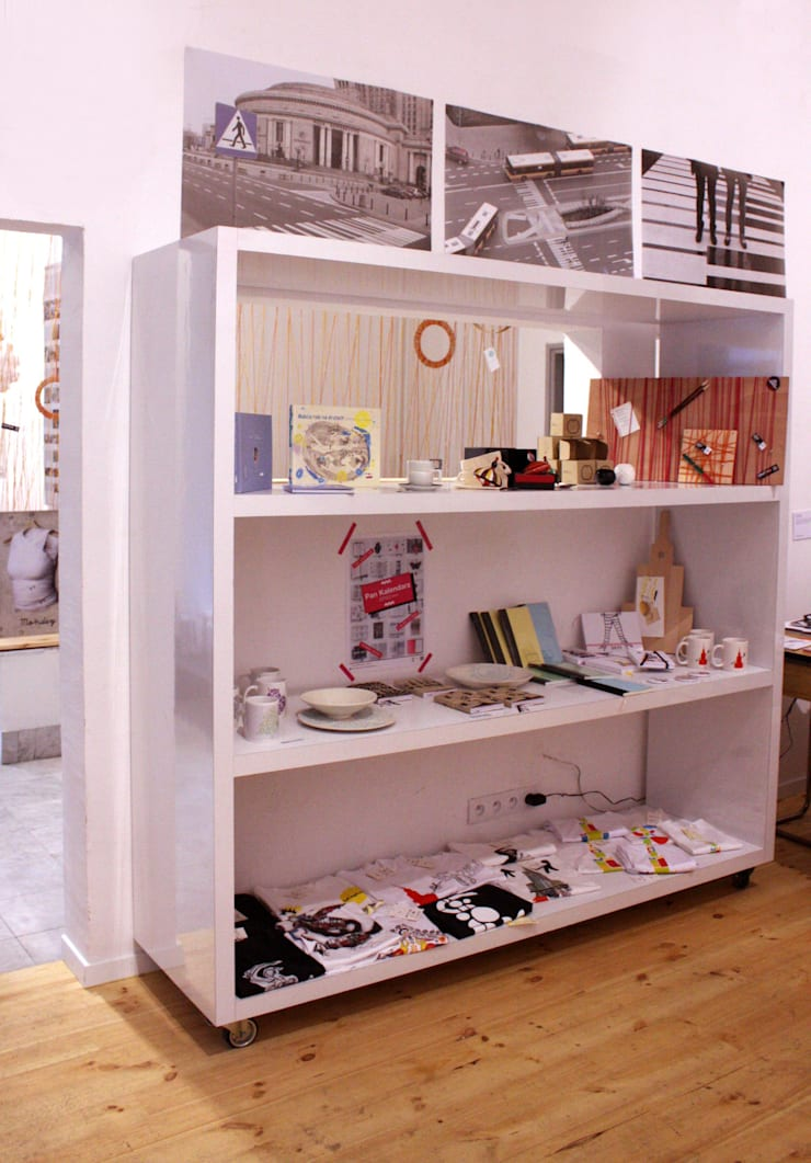 Instalacja String Out! w Kuratorium w Warszawie: styl , w kategorii Korytarz, hol i schody zaprojektowany przez OneOnes Creative Studio
