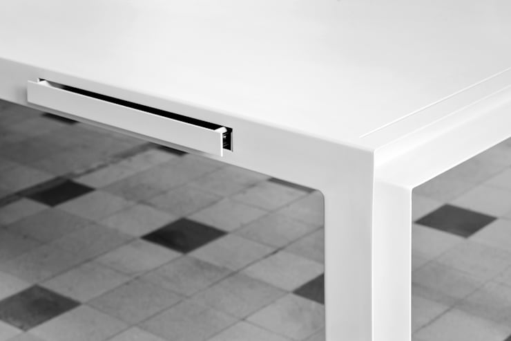 TABLE FOR TOOLS  BY KATRIEN VAN HULLE & SIEGFRIED DE BUCK:  Eetkamer door colect