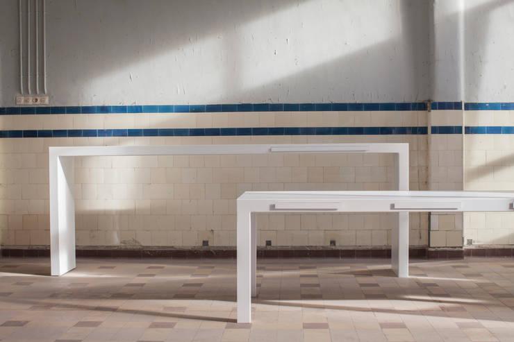 B-AR  BY KATRIEN VAN HULLE:  Eetkamer door colect