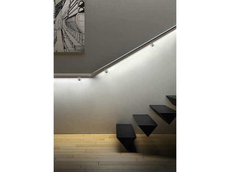 Vestíbulos, pasillos y escaleras de estilo  por IAM Design