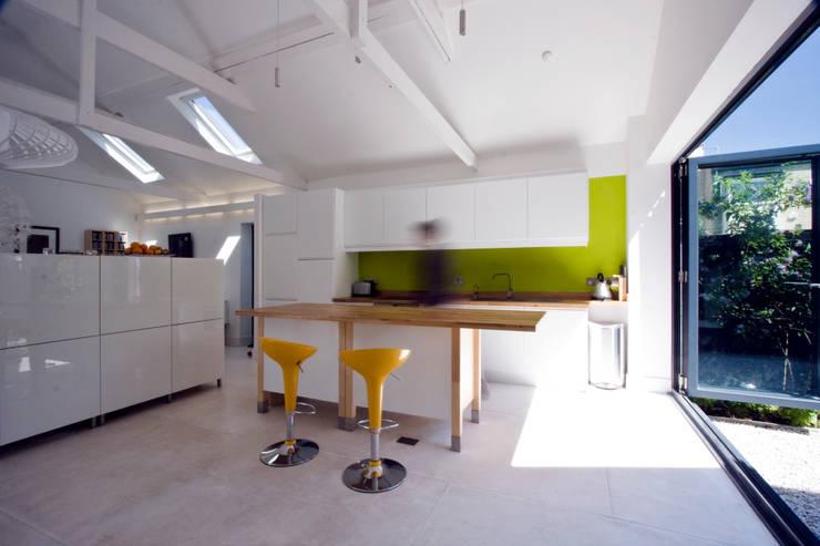 Cocinas de estilo escandinavo por NRAP Architects