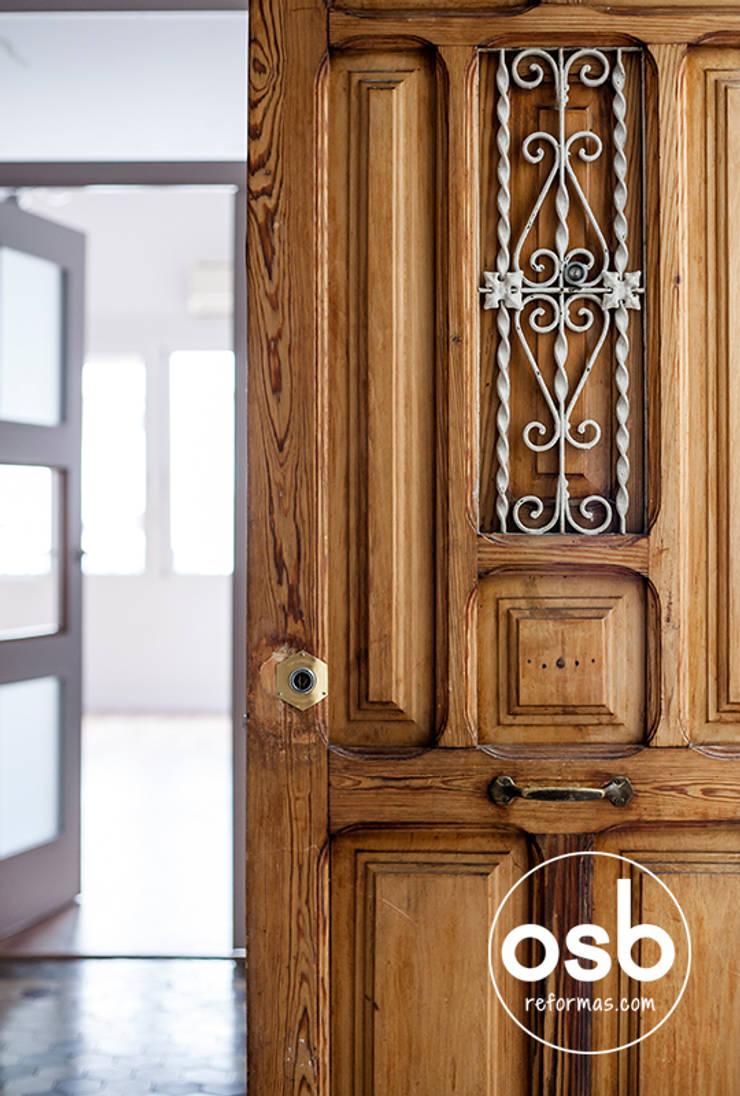 lucía: Puertas y ventanas de estilo  de osb reformas