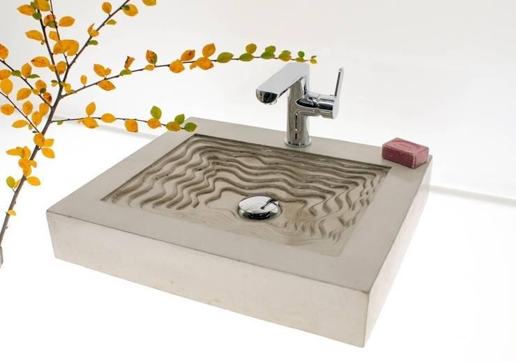 """Waschbecken aus Beton """"Quirlig"""":  Badezimmer von Die Betonagerie"""