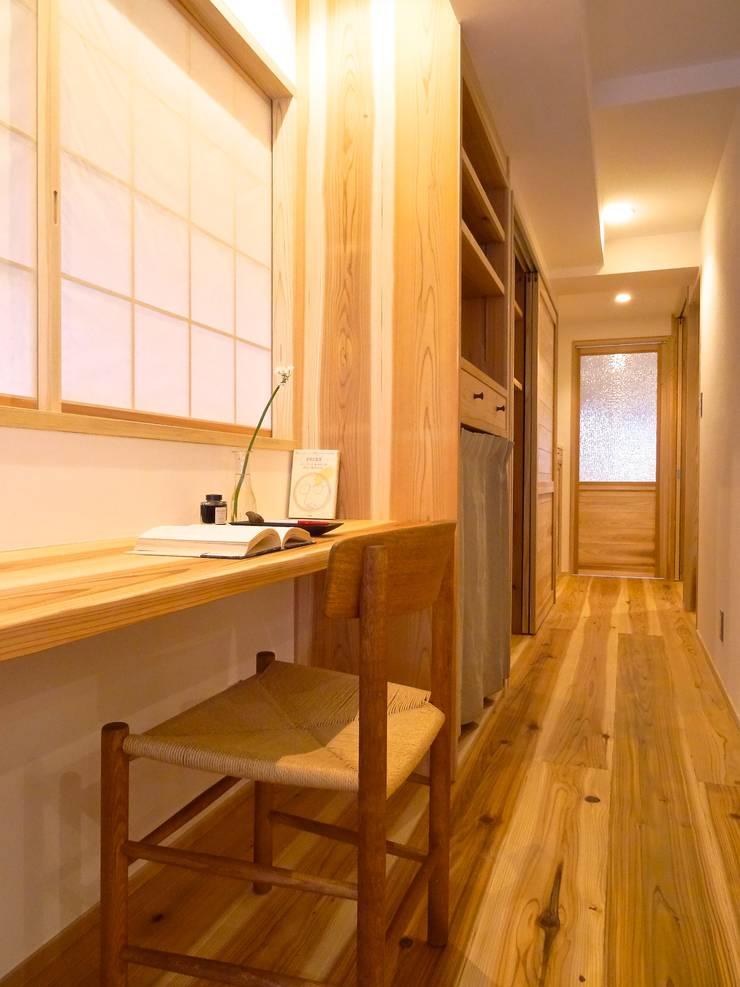 スタディスペース(改修後): 一級建築士事務所Bois設計室が手掛けたスカンジナビアです。,北欧
