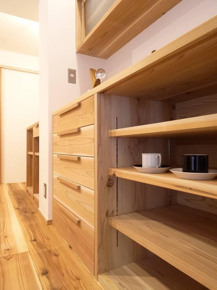 キッチン収納(改修後): 一級建築士事務所Bois設計室が手掛けたスカンジナビアです。,北欧