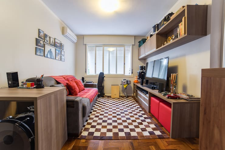 Sala de Estar / TV: Salas de estar  por Liana Salvadori Arquitetura e Interiores