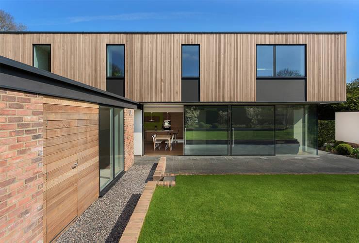 Projekty, klasyczne Domy zaprojektowane przez Ayre Chamberlain Gaunt