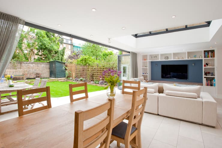 Clapham, SW4:  Dining room by Build Team