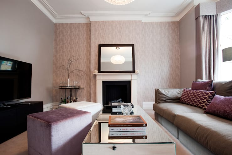 Clapham, SW4:  Living room by Build Team