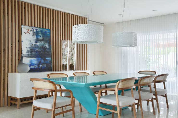 Comedores de estilo  por Leila Dionizios Arquitetura e Luminotécnica