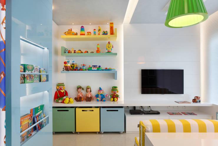 Habitaciones infantiles de estilo  por Leila Dionizios Arquitetura e Luminotécnica