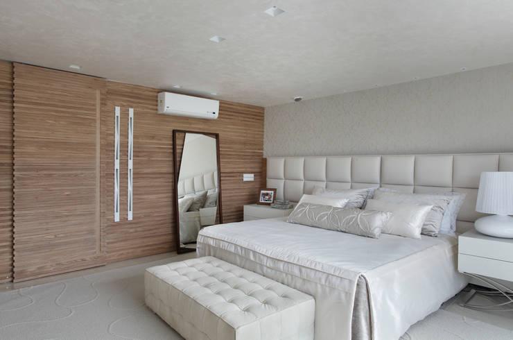 Leila Dionizios Arquitetura e Luminotécnica: modern tarz Yatak Odası