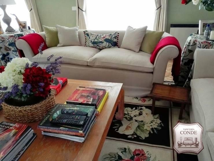 Confección de sofá y cojines: Salones de estilo  de Tapicería Conde