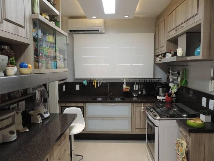 Bancada principal: Cozinhas  por Dariano Arquitetura,Moderno