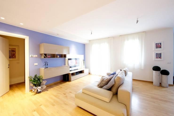 غرفة المعيشة تنفيذ Modularis Progettazione e Arredo