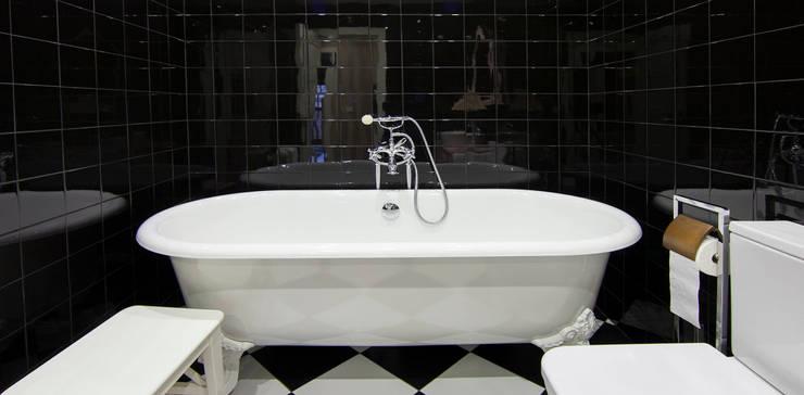 BAÑERA EXENTA: Baños de estilo  de PRIBURGOS SLU
